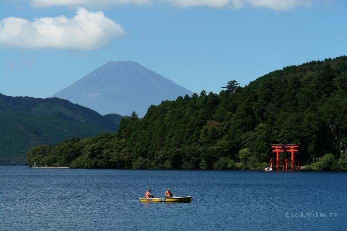 Lacul-Ashi-muntele-Fuji-barci