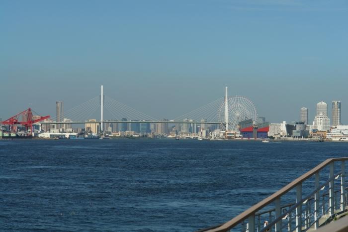 Osaka-bay-pescari-skyline-zgarie-nori