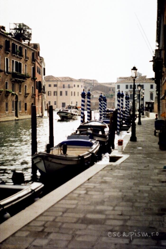 canal venetia gondole