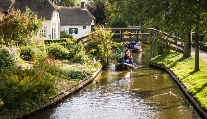 giethoorn olanda canal apa barca 10