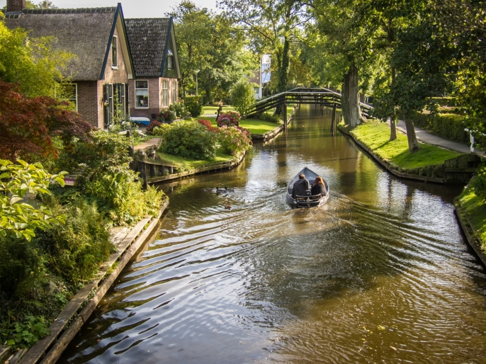 giethoorn olanda canal apa barca 11