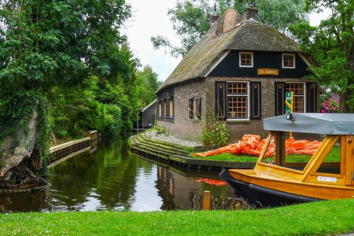 giethoorn olanda canal apa barca 12