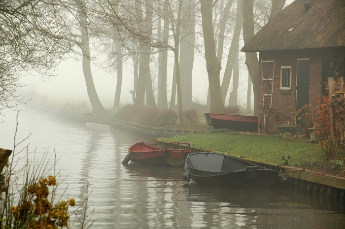 giethoorn olanda canal apa barca 2