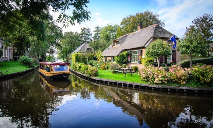 giethoorn olanda canal apa barca 4