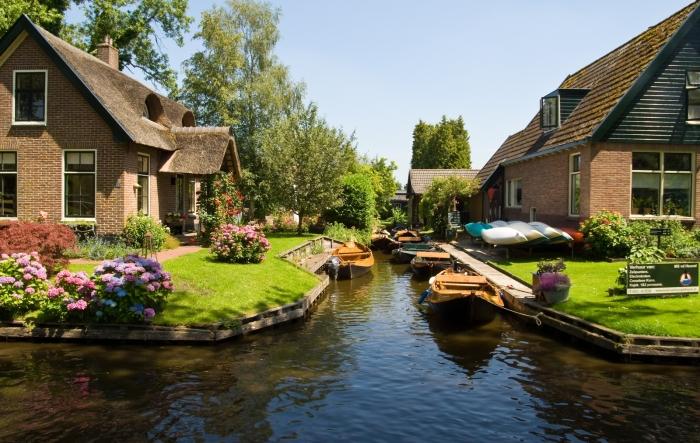 giethoorn olanda canal apa barca 7