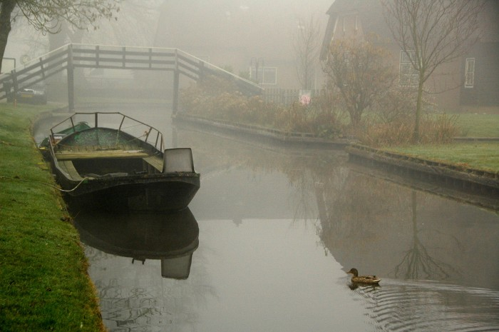 giethoorn olanda canal apa barca