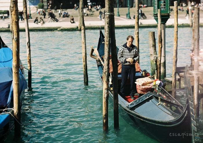 gondola venetia canal 2