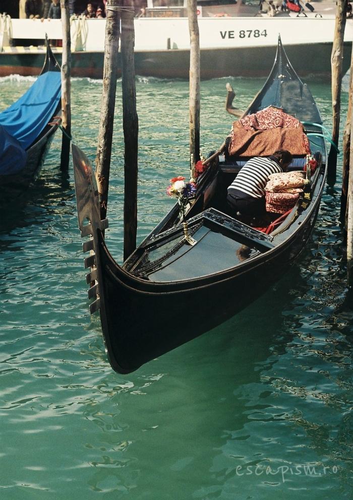 gondola venetia canal 3