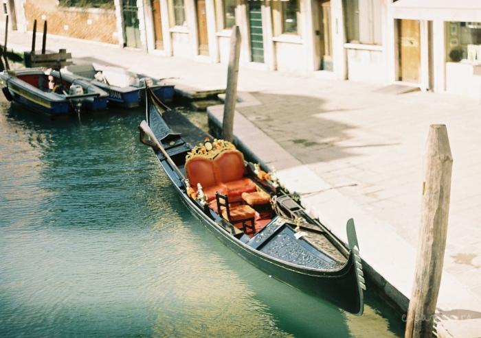 gondola venetia canal