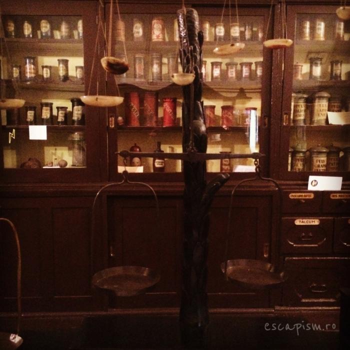 muzeul farmaciei cluj vitrina balanta