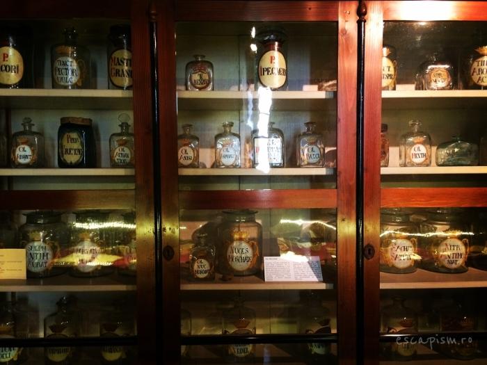 muzeul farmaciei cluj vitrina vitrina
