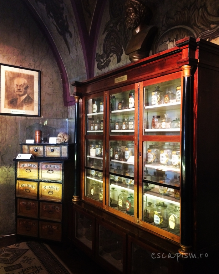 muzeul farmaciei cluj vitrina