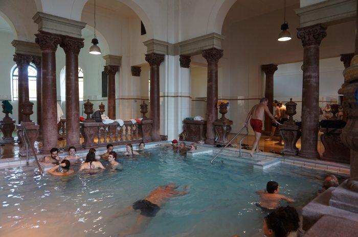Baile-Szechenyi-Baths-Budapesta-indoor