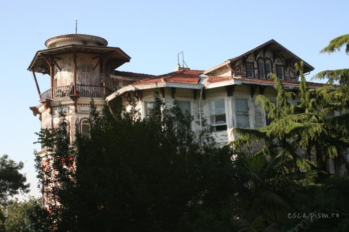 buyukada-istanbul-casa-lemn-arhitectura-traditionala-strada-10