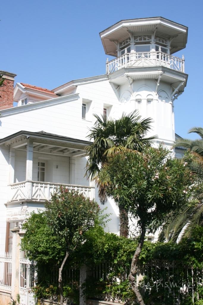 buyukada-istanbul-casa-lemn-arhitectura-traditionala-strada-3