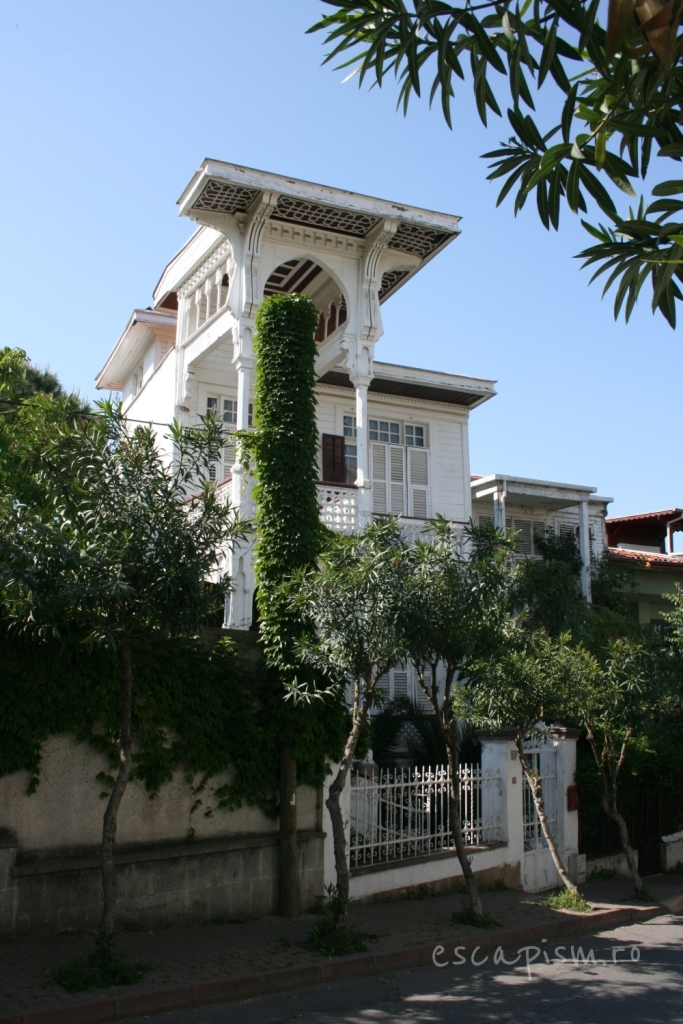 buyukada-istanbul-casa-lemn-arhitectura-traditionala-strada-4