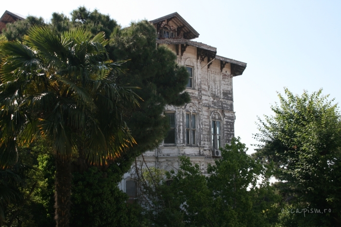 buyukada-istanbul-casa-lemn-arhitectura-traditionala-strada-8