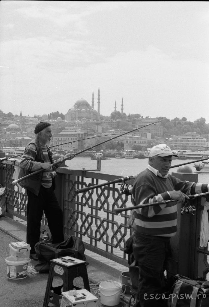 istanbul-fishermen-galata-bridge-2